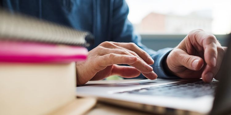 Are Online Classes Worth It? 12 Pros & Cons of Online Learning