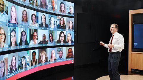 Stefan Thomke teaching an HBS Online class