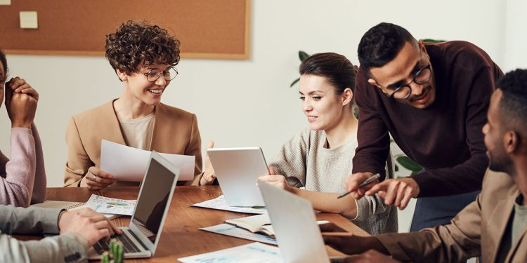 How to Delegate Effectively: 9 Tips for Managers