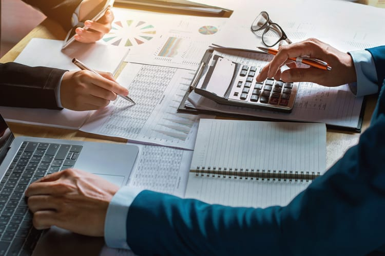Finance vs. Accounting: What's the Difference?